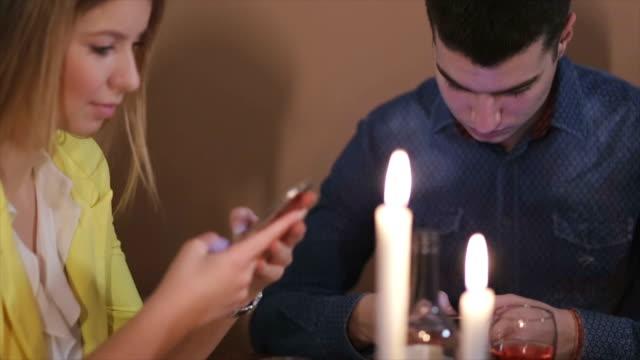 vidéos et rushes de dîner romantique - déjeuner