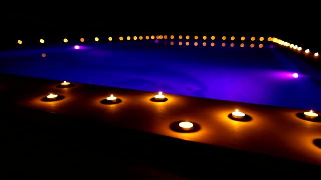 vídeos y material grabado en eventos de stock de noche romántica - al lado de la piscina