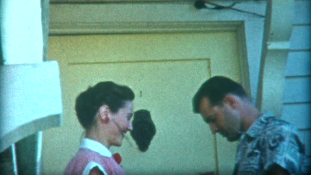 stockvideo's en b-roll-footage met romantic kiss 1940's - archief