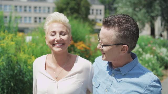 vídeos de stock e filmes b-roll de romântico casal de meia idade - casal de meia idade
