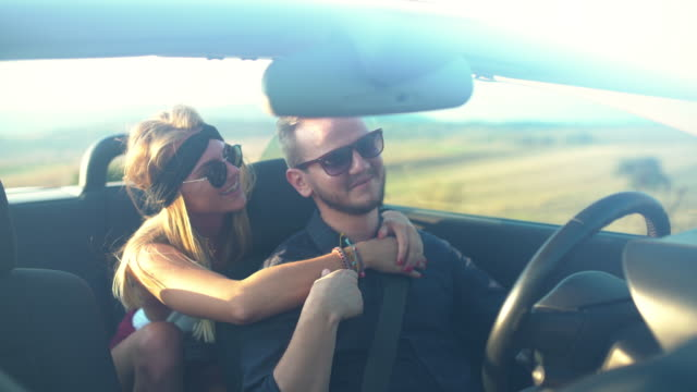 romantic ride - auto convertibile video stock e b–roll