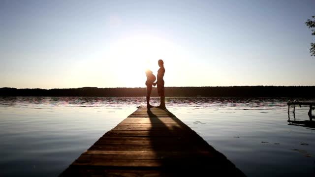 romantischer sonnenuntergang - hot kiss stock-videos und b-roll-filmmaterial