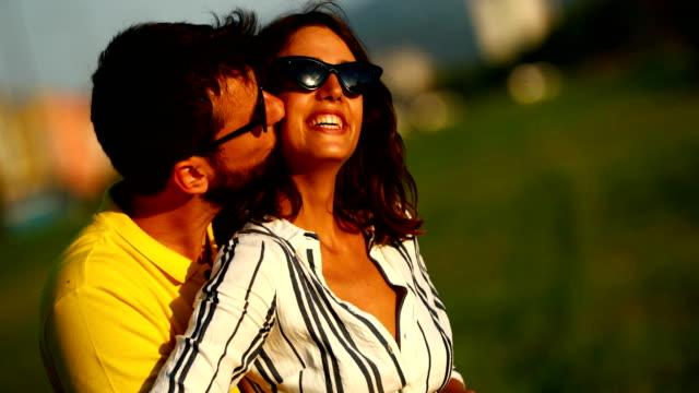 vídeos de stock e filmes b-roll de romantic sunset. - amarelo
