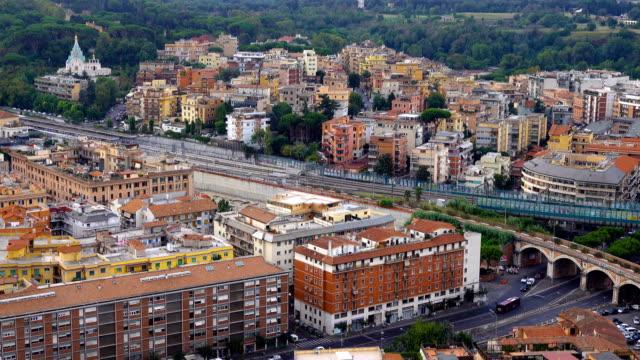 vidéos et rushes de vue de la ville de rome - quartier résidentiel