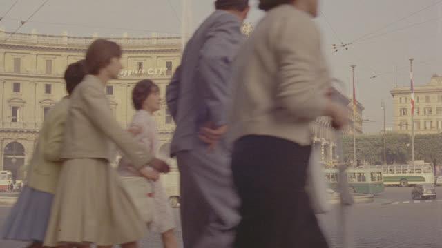 stockvideo's en b-roll-footage met rome, italy street traffic; sev'l takes - rome italy