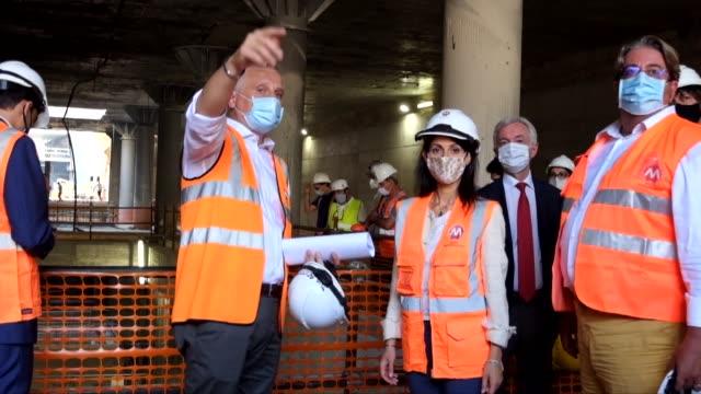 rome mayor virginia raggi, visit the construction site of the subway line c, colosseum stop - imperial forums rome mayor virginia raggi's visit to... - archeologia video stock e b–roll