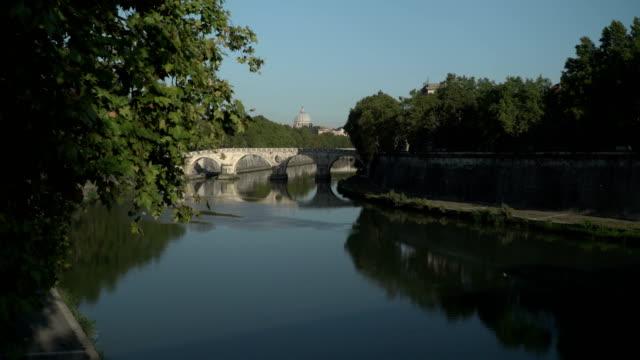 rome tevere river in the center - テベレ川点の映像素材/bロール