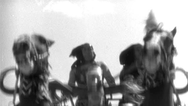 vídeos y material grabado en eventos de stock de dx - rome - travel ahead chariots and riders - b&w. - soldado romano