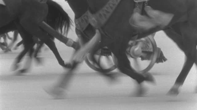 dx - rome - travel - speed l with wheels chariots and feet horses - b&w. - cocchio video stock e b–roll
