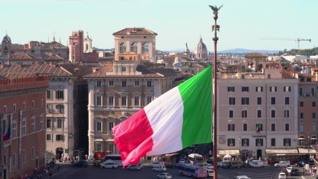 rome - italienische flagge stock-videos und b-roll-filmmaterial