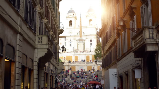 rome with spanish stairs in the background, time lapse - treppe stock videos and b-roll footage