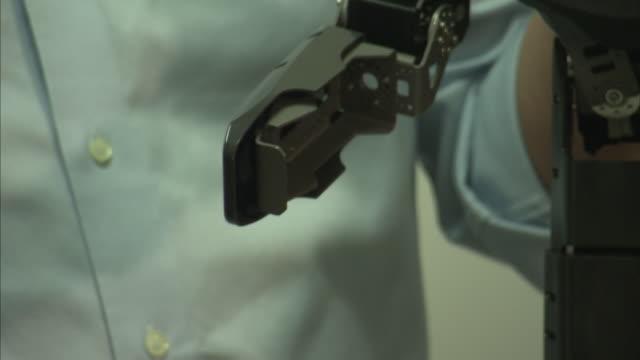 vídeos de stock e filmes b-roll de romela humanoid robots/blind car - virginia polytechnic institute and state university