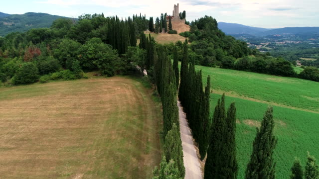 romena castle, casentino, tuscany, italy - collina video stock e b–roll