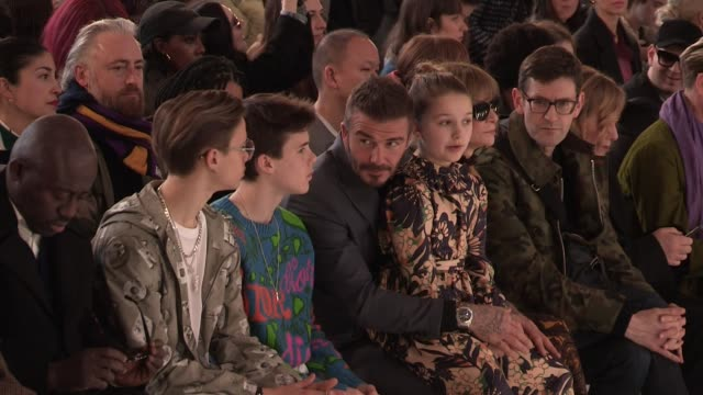 romeo beckham cruz beckham david beckham harper beckham edward enninful anna wintour alexa chung and more front row for the victoria beckham fall... - セレブリティ点の映像素材/bロール