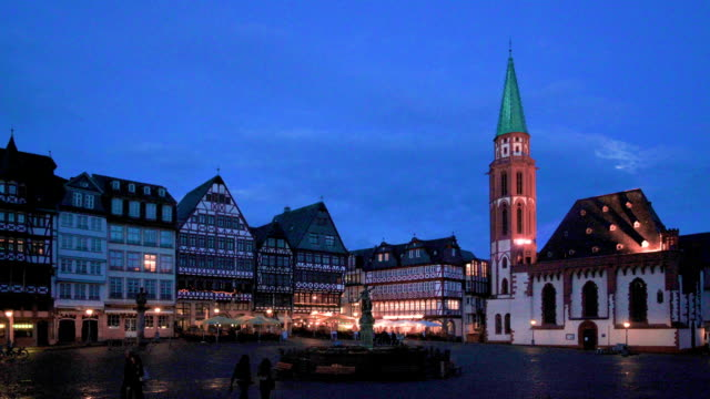 romerberg at dusk, frankfurt - kirchturmspitze stock-videos und b-roll-filmmaterial