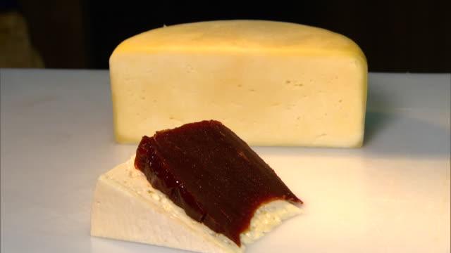 vídeos de stock, filmes e b-roll de romeu e julieta - cheese