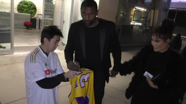 vidéos et rushes de ron artest talks about the lakers outside the uncut gems premiere at arclight cinemas in hollywood in celebrity sightings in los angeles, - arclight cinemas hollywood