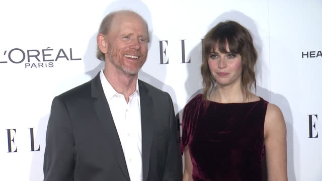 vídeos de stock, filmes e b-roll de ron howard and felicity jones at 23rd annual elle women in hollywood celebration at four seasons hotel los angeles at beverly hills on october 24... - ron howard