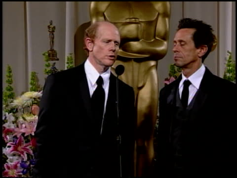 vídeos de stock, filmes e b-roll de ron howard at the 2002 academy awards at the kodak theatre in hollywood california on march 24 2002 - ron howard