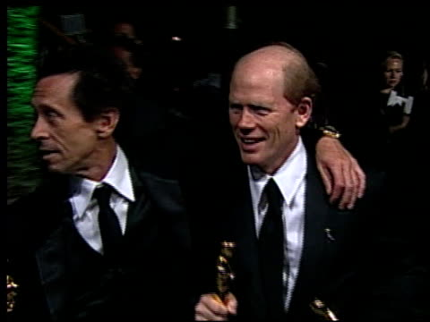 vídeos de stock, filmes e b-roll de ron howard at the 2002 academy awards vanity fair party at morton's in west hollywood california on march 24 2002 - ron howard