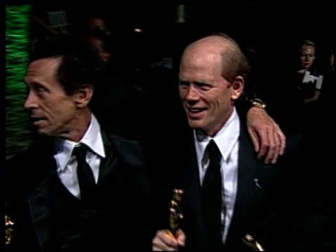 vídeos de stock e filmes b-roll de ron howard at the 2002 academy awards vanity fair party at morton's in west hollywood, california on march 24, 2002. - festa do óscar