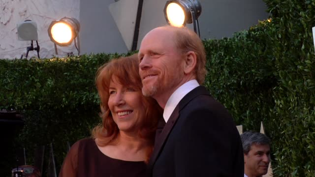 vídeos de stock, filmes e b-roll de ron howard at the 2013 vanity fair oscar party hosted by graydon carter ron howard at the 2013 vanity fair oscar party at sunset tower on february 24... - ron howard