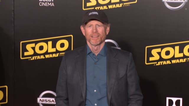 vídeos de stock, filmes e b-roll de ron howard at the solo a star wars story world premiere at the el capitan theatre on may 10 2018 in hollywood california - ron howard