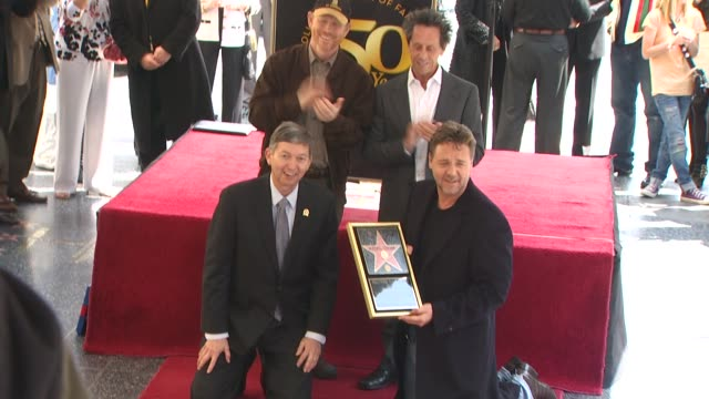 vídeos de stock, filmes e b-roll de ron howard brian grazer and russell crowe at the russell crowe honored with a star on the hollywood walk of fame at hollywood ca - brian grazer