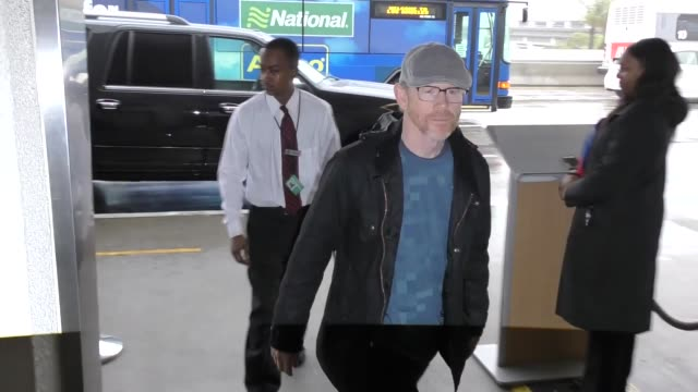 vídeos de stock, filmes e b-roll de ron howard departing at lax airport in los angeles in celebrity sightings in los angeles - ron howard