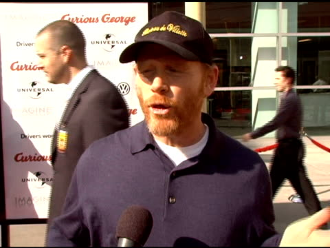 vídeos de stock, filmes e b-roll de ron howard on using 2d animation in curious george and the reaction to it at the 'curious george' premiere on january 28 2006 - ron howard