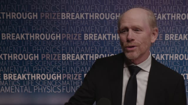 vídeos de stock, filmes e b-roll de interview ron howard on why the breakthrough prize is important on his own involvement with science and technology and math in the movies he has made... - ron howard