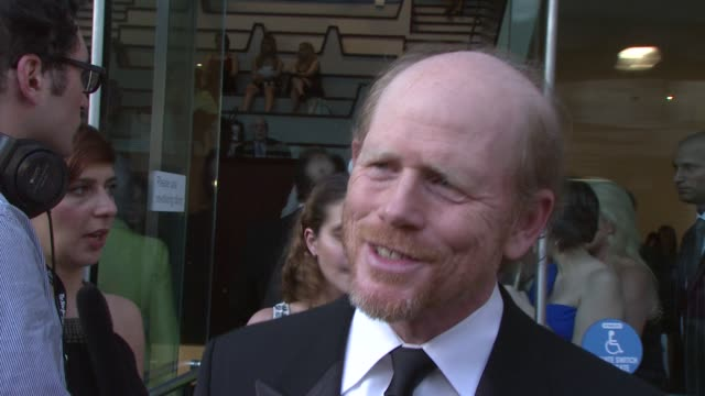 vídeos de stock, filmes e b-roll de ron howard talking about working with tom in splash and their upcoming film angels demons at the film society of lincoln center's 36th gala tribute... - ron howard
