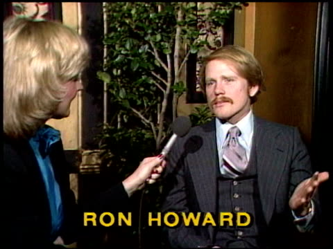 vídeos de stock, filmes e b-roll de ron howard talks about acting and directing ron howard interview on january 01 1981 in los angeles california - ron howard