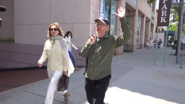 vídeos de stock, filmes e b-roll de interview ron howard talks about if movie premieres are at risk like the manchester attack while shopping in beverly hills in celebrity sightings in... - ron howard