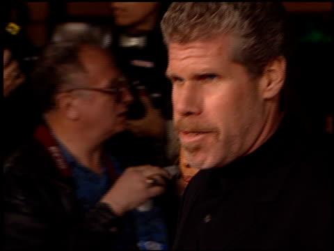 vídeos y material grabado en eventos de stock de ron perlman at the 'jackie brown' premiere at the mann village theatre in westwood california on december 11 1997 - jackie brown película