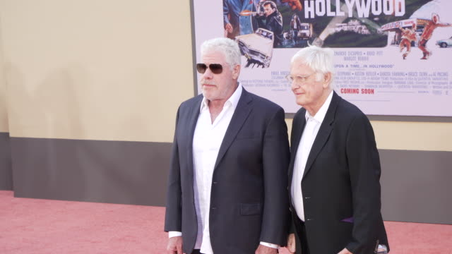 """vídeos de stock, filmes e b-roll de ron perlman at the """"once upon a time in hollywood"""" premiere at tcl chinese theatre on july 22, 2019 in hollywood, california. - tcl chinese theatre"""