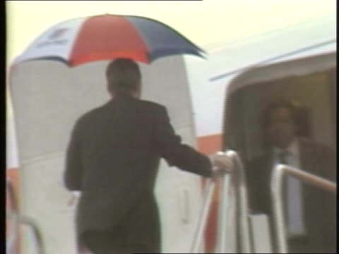 stockvideo's en b-roll-footage met ronald and nancy reagan board airplane on august 18 1980 in chicago illinois - ronald reagan amerikaans president