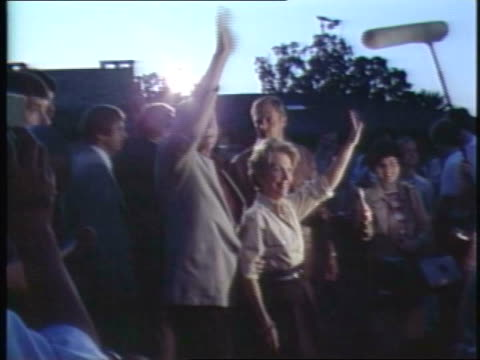 ronald and nancy reagan wave to chicago crowd on august 18 1980 in chicago illinois - ronald reagan präsident der usa stock-videos und b-roll-filmmaterial