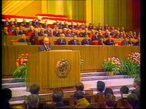 ronald reagan and his defence budget itn lib moscow kremlin ms gorbachev at podium as delegates seated cms gorbachev at mikes giving speech **green... - moskau stock-videos und b-roll-filmmaterial