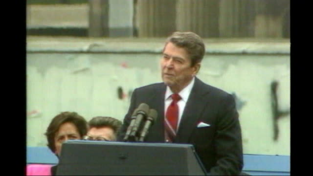 ronald reagan statue unveiled in grosvenor square tx berlin brandenburg gate ronald reagan speech sot mr gorbachev tear down this wall - 1987 stock videos & royalty-free footage