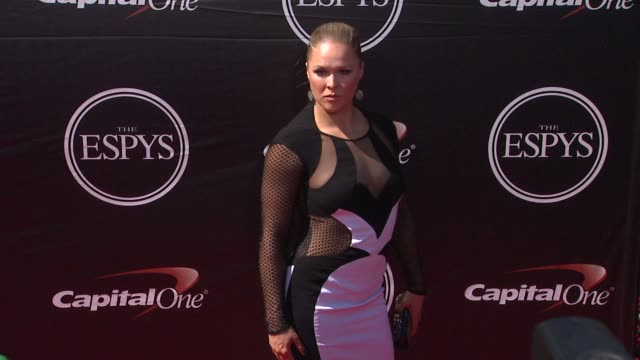 vídeos de stock, filmes e b-roll de ronda rousey at the 2015 espys at microsoft theater on july 15 2015 in los angeles california - espy awards