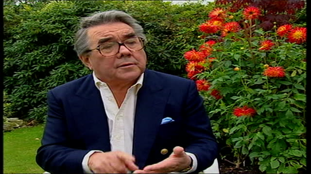 ronnie barker dies; england: surrey: ext ronnie corbett interviewed sot - he was the creme de la creme as performer, writer and as a person - huge... - ronnie corbett stock-videos und b-roll-filmmaterial