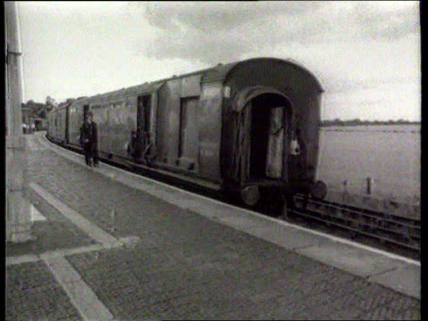 speculation about return to the uk; ronnie biggs: speculation about return to the uk; buckinghamshire: cheddington: ext b/w train robbed in great... - itv lunchtime news stock-videos und b-roll-filmmaterial