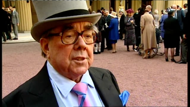 photocall and interview ronnie corbett interview sot various of ronnie corbett signing autographs shaking hands with others and photocall holding cbe... - ronnie corbett stock videos and b-roll footage