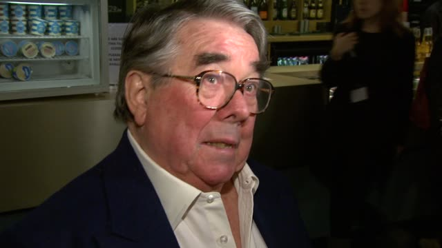 vidéos et rushes de ronnie corbett on being the only scott the burke and hare story what he'd but prince william and kate for a wedding present at the burke and hare... - ronnie corbett
