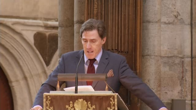 ronnie corbett service of thanksgiving at westminster abbey westminster abbey ronnie corbett service of thanksgiving int rob brydon addressing ronnie... - religious service stock videos & royalty-free footage