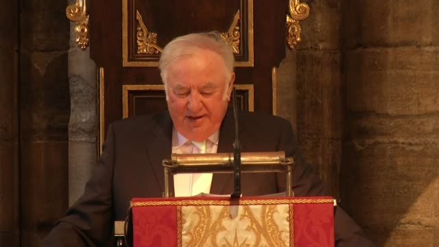 ronnie corbett service of thanksgiving at westminster abbey service of thanksgiving armchair used by ronnie cobett in two ronnies monologues on altar... - ジミー ターバック点の映像素材/bロール
