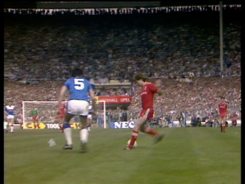 Ronnie Whelan crosses to Ian Rush at back post Rush takes one touch before shooting past Bobby Mimms Everton vs Liverpool 1986 FA Cup Final Wembley...