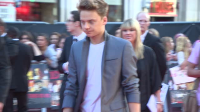 stockvideo's en b-roll-footage met broll ronnie wood conor maynard jls mcfly ulrika jonsson amir khan at 'this is us' one direction world premiere at empire leicester square on august... - ulrika jonsson
