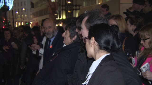 ronnie wood sally wood look at the back of dave bennett's camera at stella mccartney store christmas lights at stella mccartney on november 26 2014... - stella mccartney marchio di design video stock e b–roll